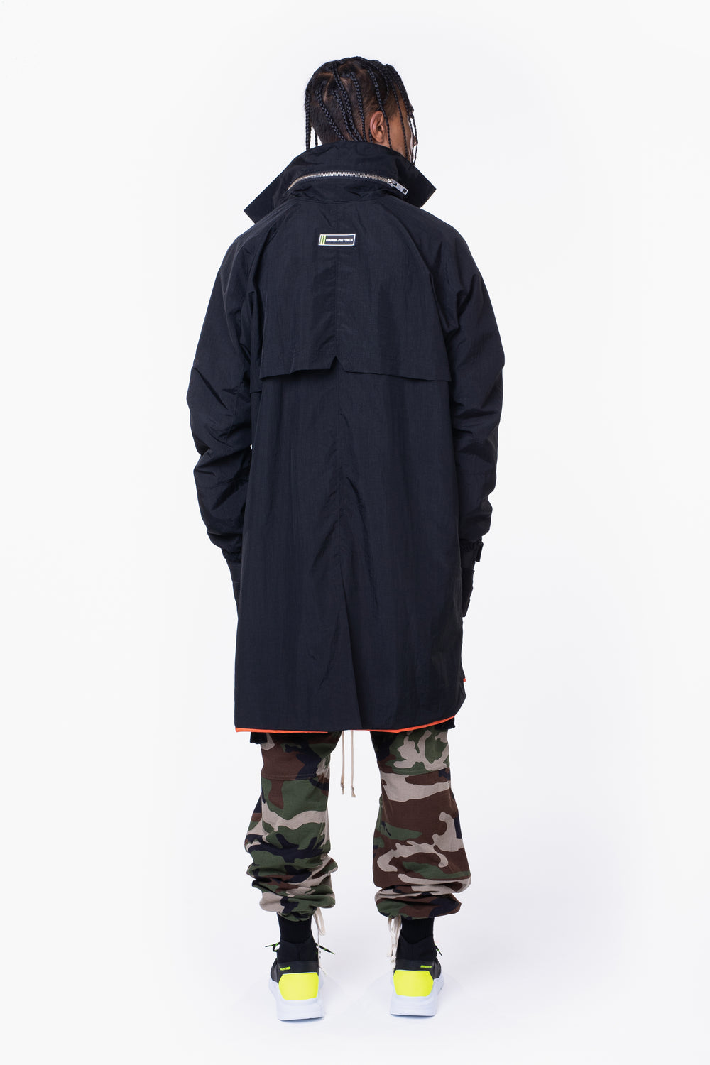 M93 track raincoat / black + smog grey + dust