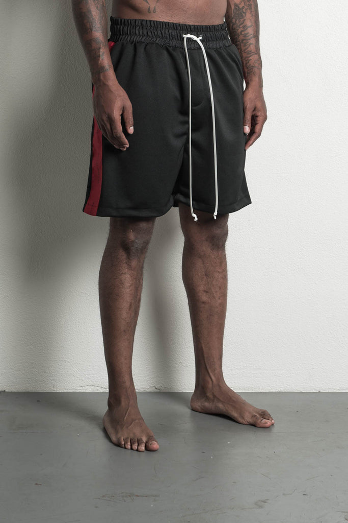 roaming gym short in black/red by daniel patrick