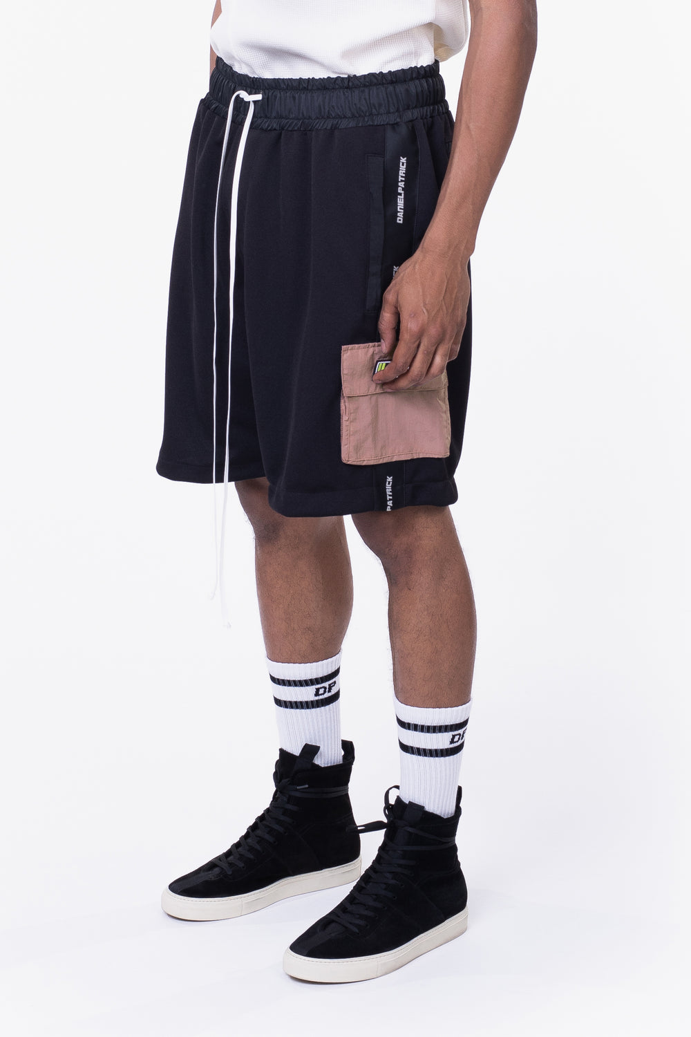 cargo gym short / black + dust