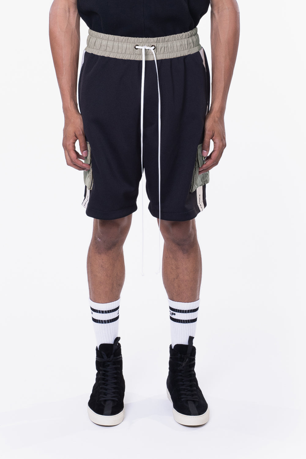 cargo gym short / black + ivory + smog grey