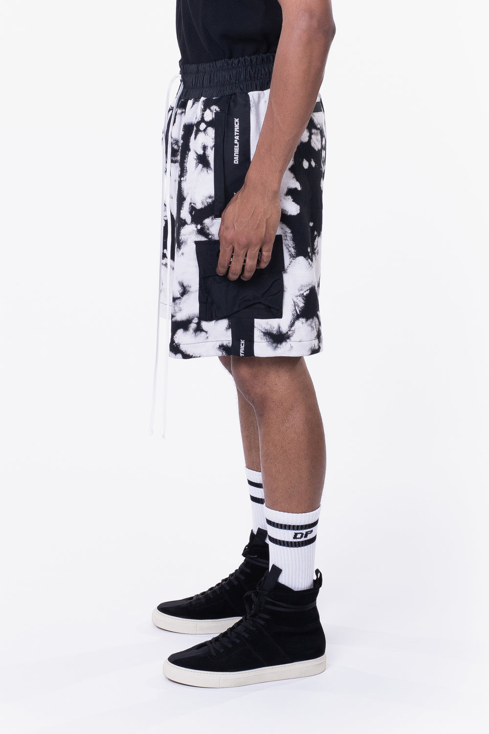 cargo gym short / white acid + black