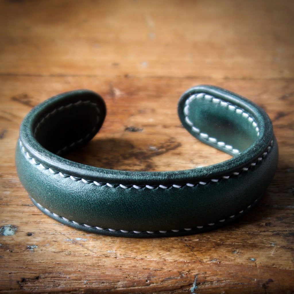 Cuff Bracelet - Bottle Green Tärnsjö Veg Tanned