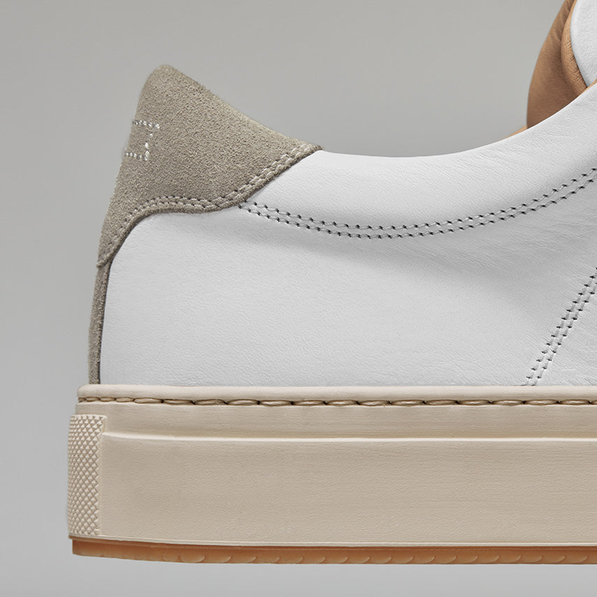 Detailed view of the heel of Men's Court Sneaker in a Blanco White upper / cream sole.