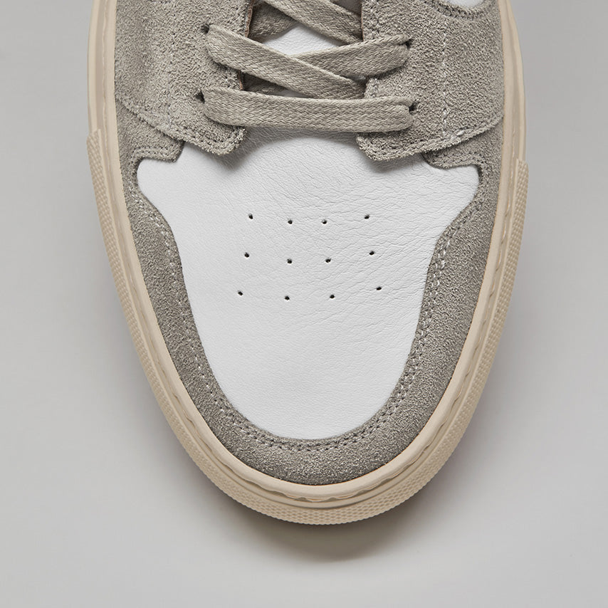 Detailed view of the toebox of Men's Court Sneaker in a Blanco White upper / cream sole.