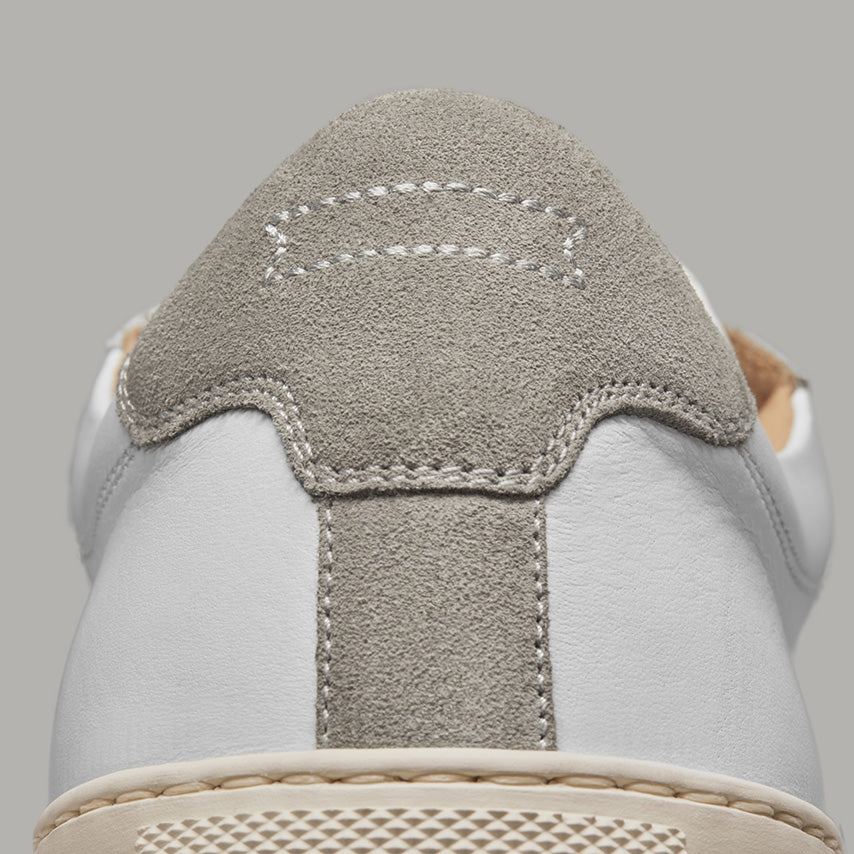 Detailed view of the heel tab of Men's Court Sneaker in a Blanco White upper / cream sole.