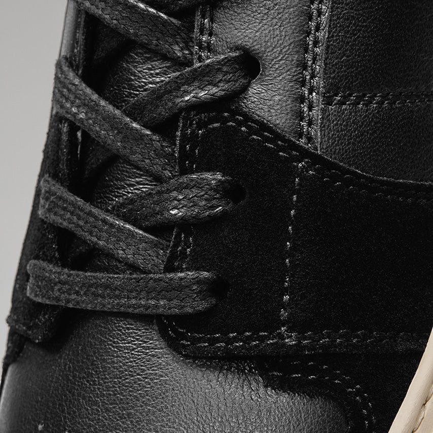 Detailed view of the laces of the Men's Court Sneaker in Nero Black upper /  cream sole