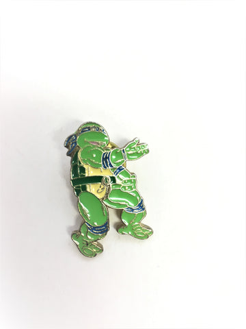 Leonardo Ninja Turtle - Vintage 1990 Blue TMNT enamel pin badge