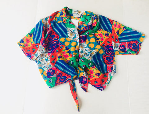 Vintage patterned crop Shirt - tie up hawaiian cropped tee bold pattern- floral collar blouse- 1980s retro