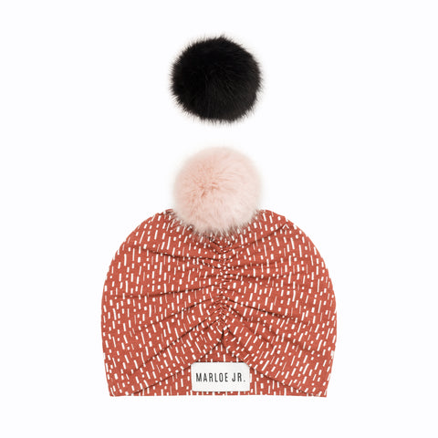 BODIL Frilly Beanie Rust (optional color of the pom pom)