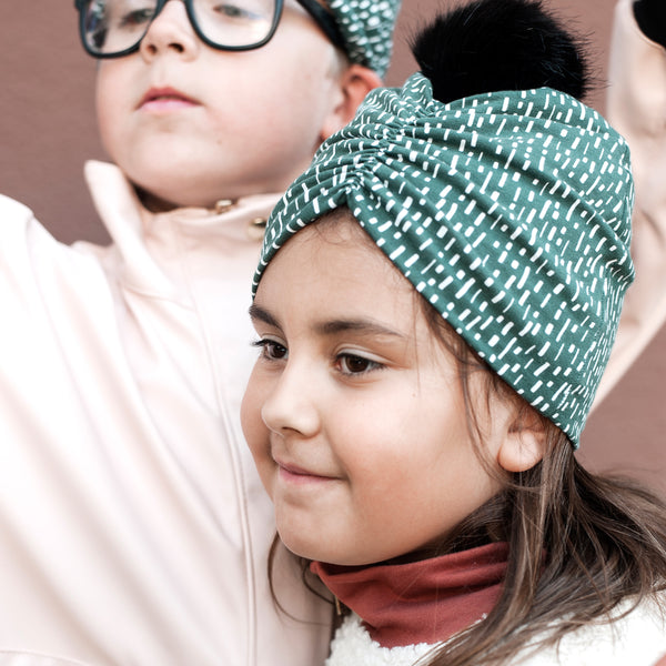 BODIL Frilly Beanie Green (optional color of the pom pom)