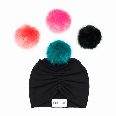 MARIT Frilly Beanie Black (optional color of the pom pom)