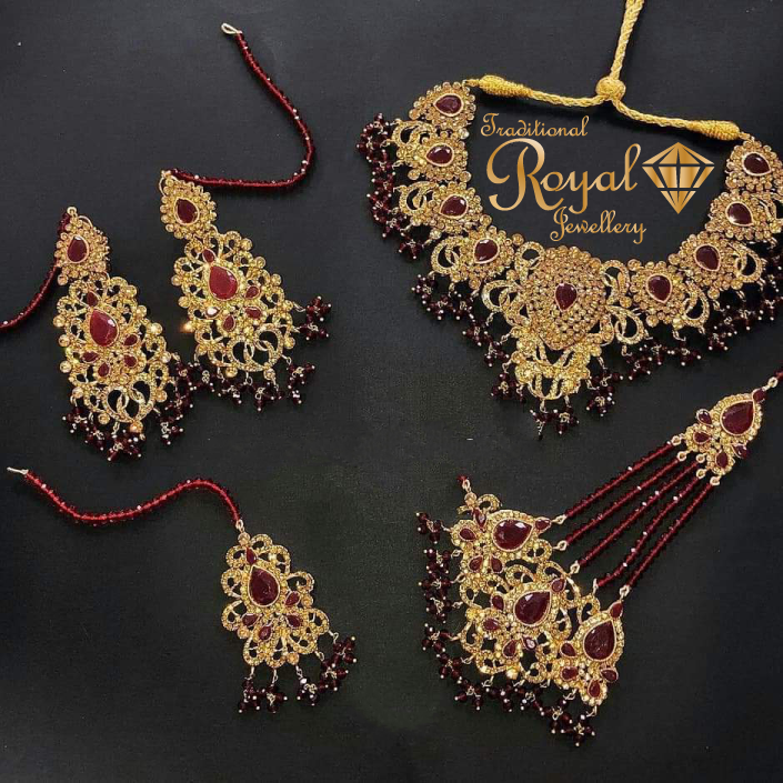Gold Jewellery Set With Variety Of Unique Designs