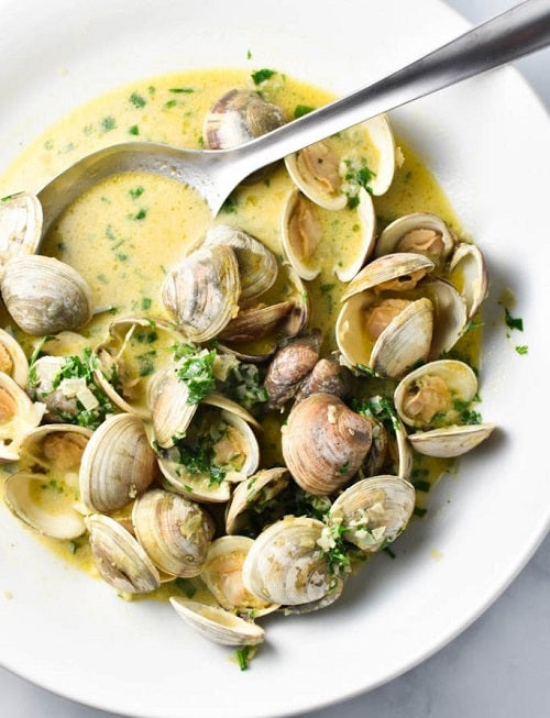 CLAMS IN WHITE WINE GARLIC SAUCE