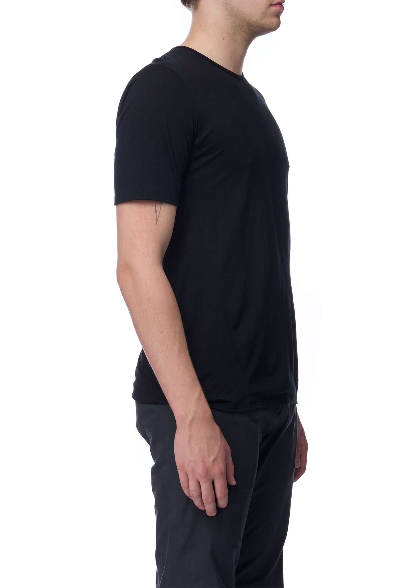 T-shirt noir Frame en laine|Black Frame t-shirt in wool