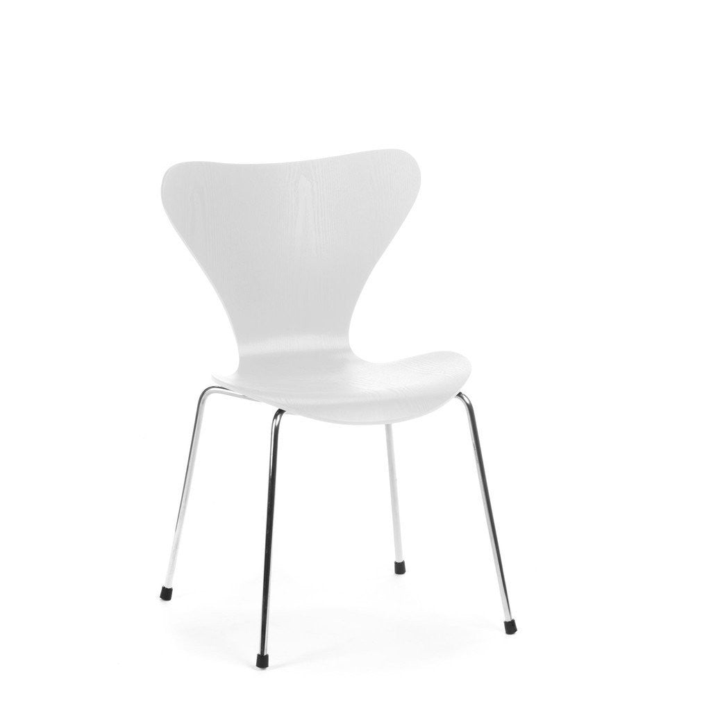 Jacobsen Series 7 Chair in white