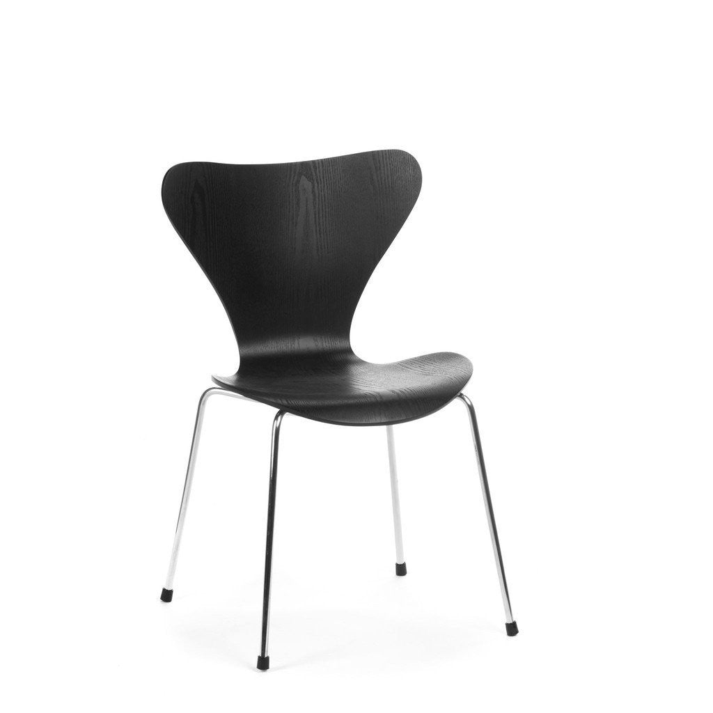 Jacobsen Series 7 Chair in black