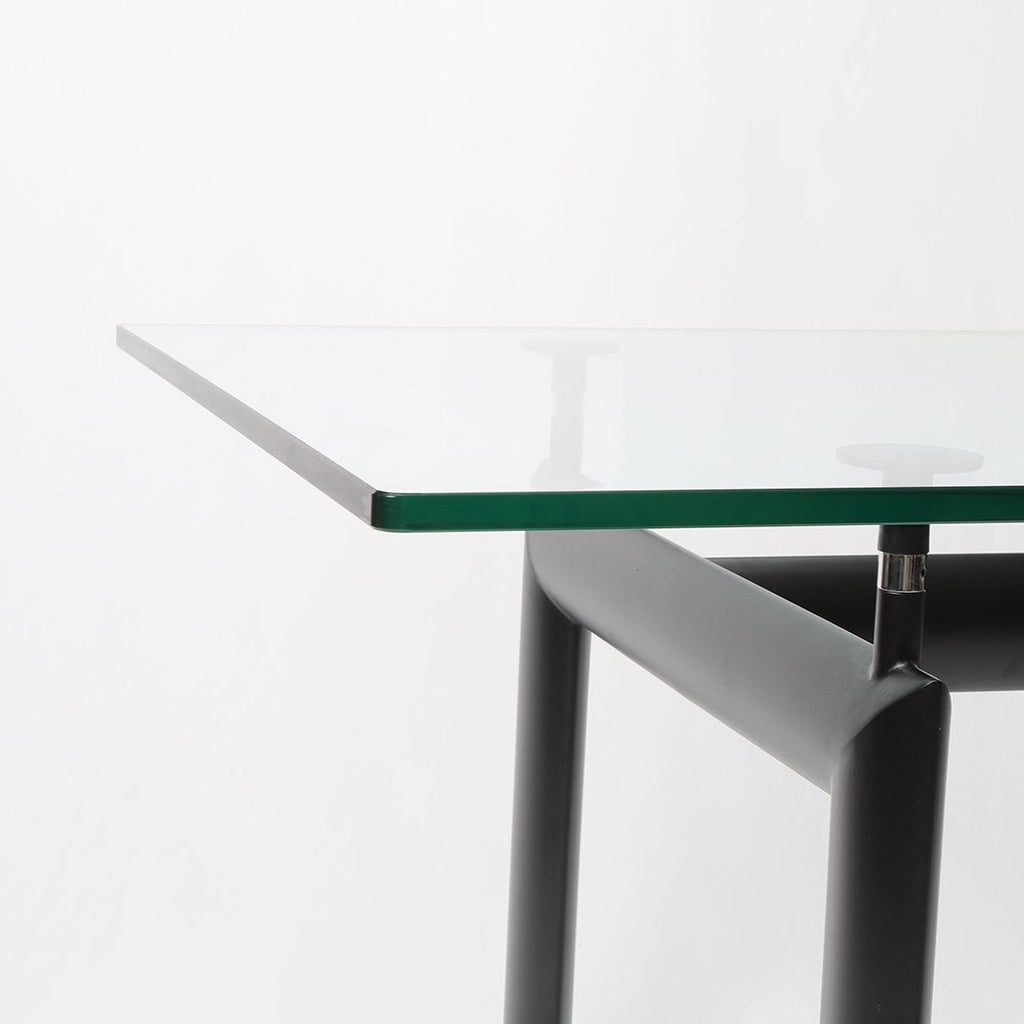 lc6 dining table glass closeup
