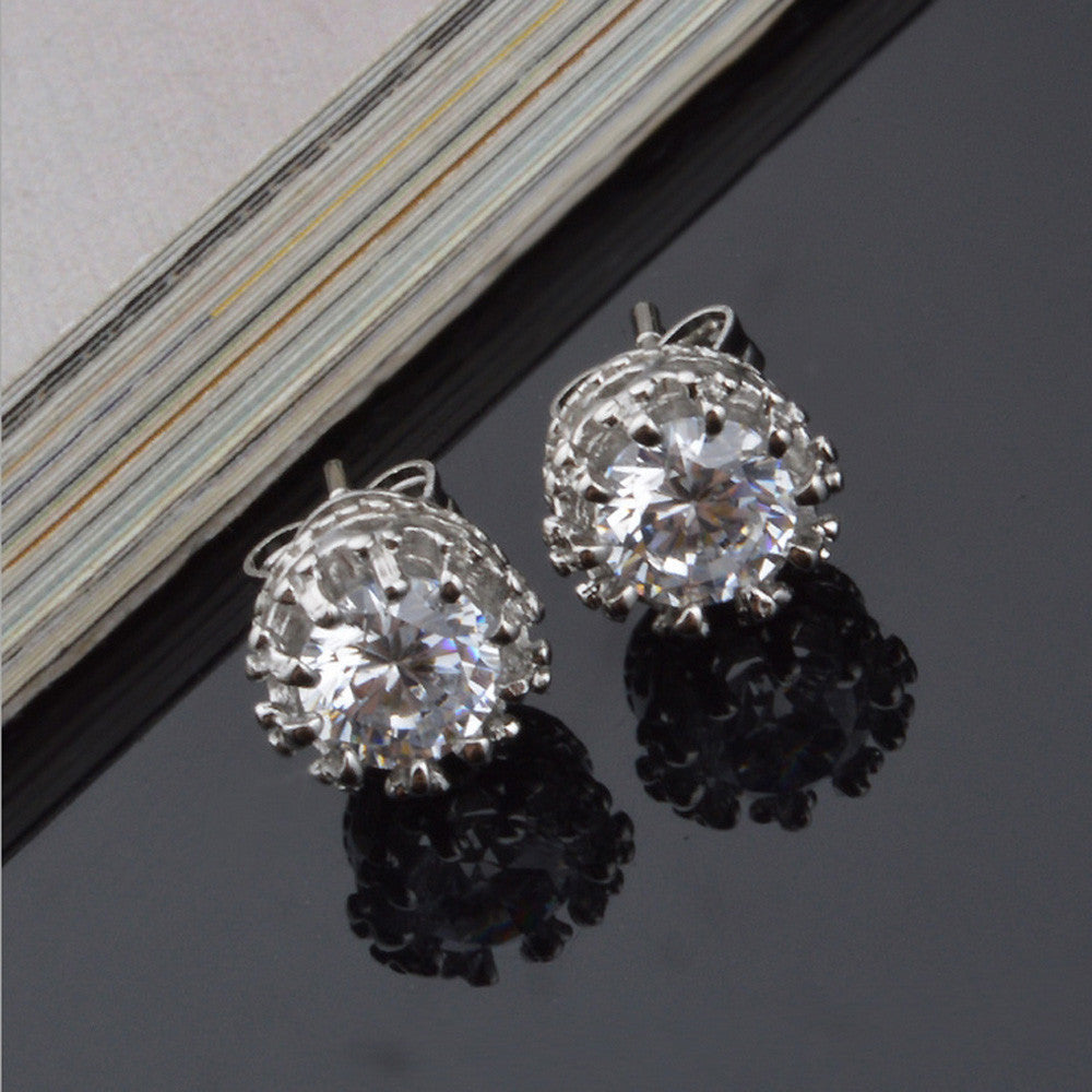 Kuro Diamond Stud Earrings
