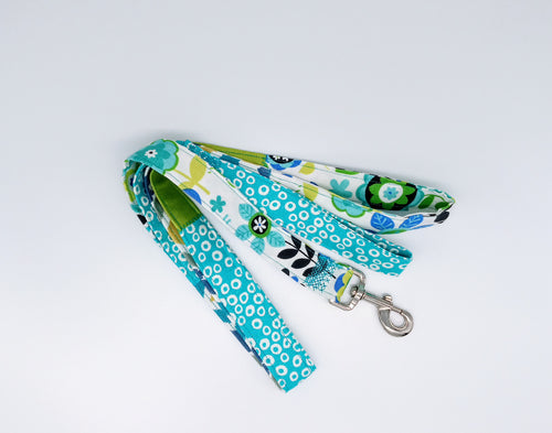 Patchwork dog leash in shades of blue and green patterned canvas.