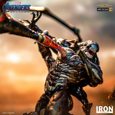 Avengers Endgame Iron Spider Vs Outrider 1:10th Scale Statue by Iron Studios
