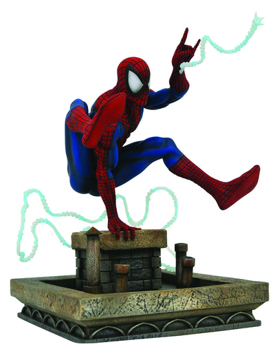 Marvel Gallery: 90s Spiderman PVC Statue by Diamond Select Toys