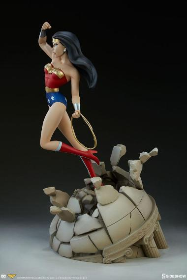 Animated Series Wonder Woman (Regular Version) 1/5th Scale Statue by Sideshow Collectibles
