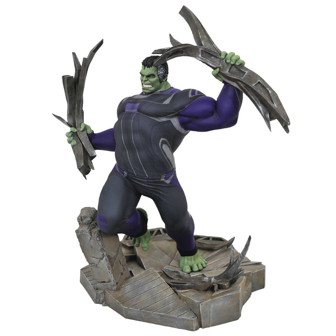 Avengers Endgame Tracksuit Hulk Marvel Deluxe Statue by Diamond Select Toys -Diamond Select toys - India - www.superherotoystore.com