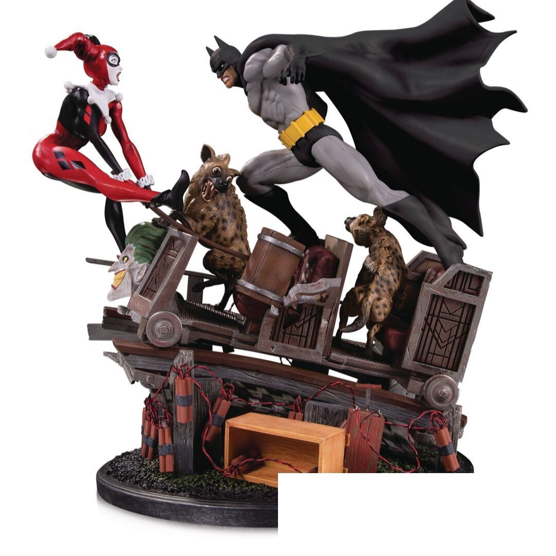 Batman vs. Harley Quinn Battle Second Edition Statue by DC Collectibles