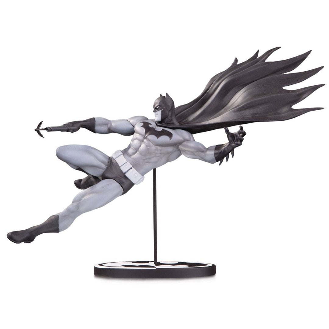 Batman Black and White by Doug Mahnke Statue by DC Collectibles