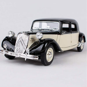 1:18 Scale 1952 Citroen 15CV 6 Cyl Die-Cast Car by Maisto