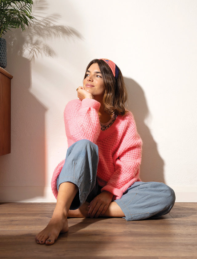 Lifestyle images of model wearing the American Vintage Candy Vapcloud Jumper