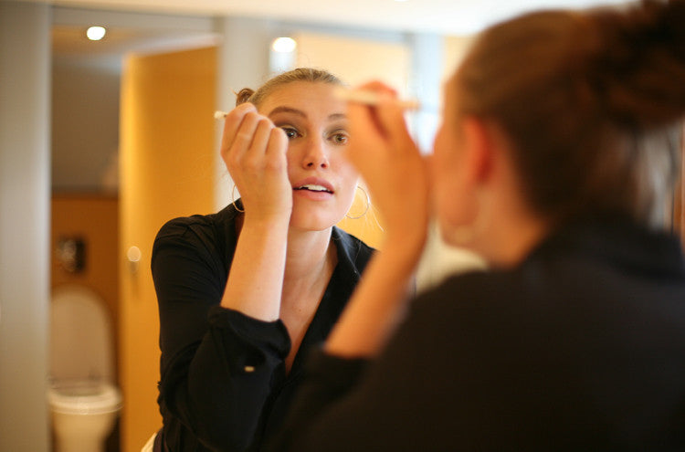 Behind the scenes of the Roo's Beach Fashion Feast event at The Bedruthan Hotel – Lowenna adds the finishing touches to her eye make-up
