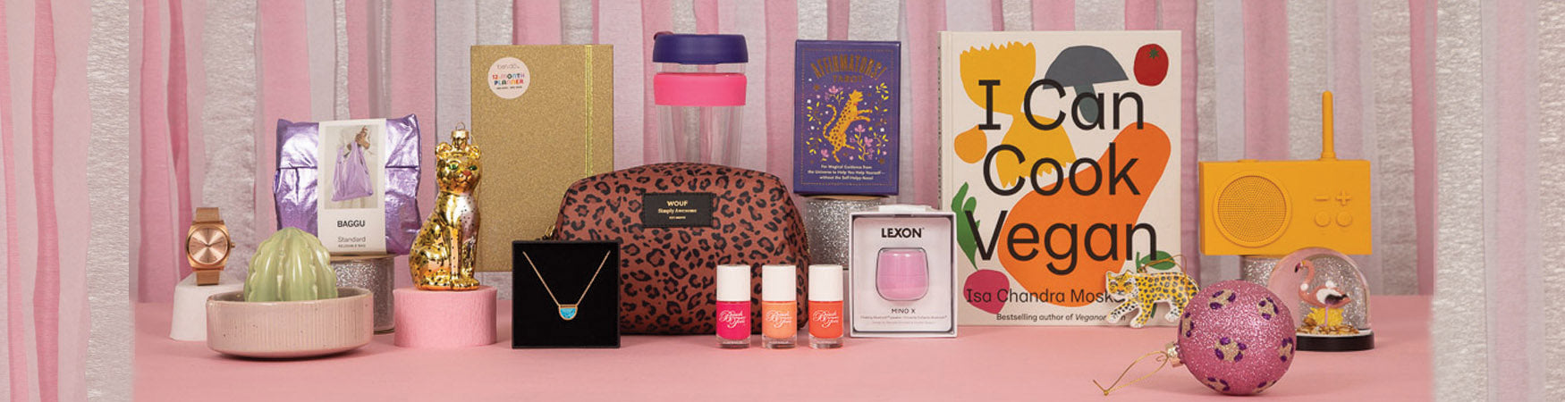 Giftopia: A colour edit of Christmas Gifts for Teens | roosbeach.co.uk