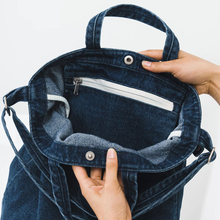 Baggu Dark Denim Duck Bag - detail shot