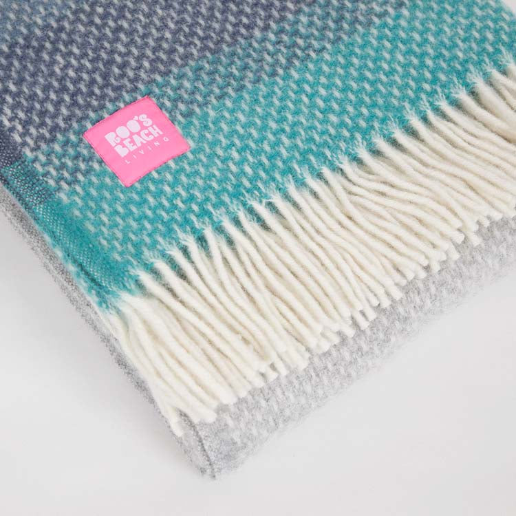 Lifestyle Ombre Seaside Wool Throw - detail shot
