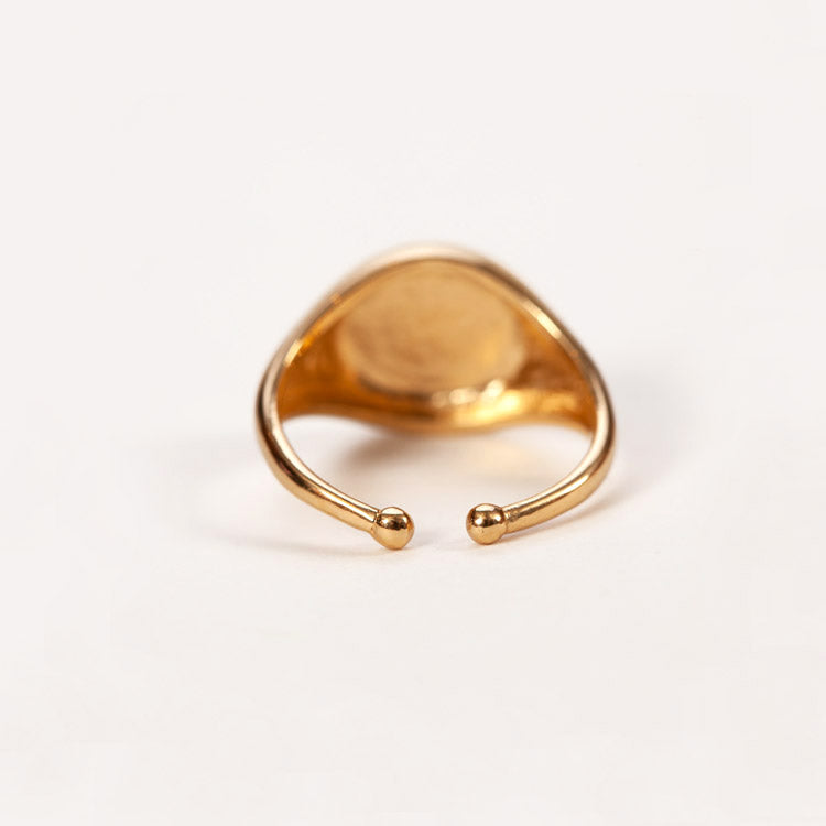 Product shot: Pernille Corydon Era Signet Gold Ring