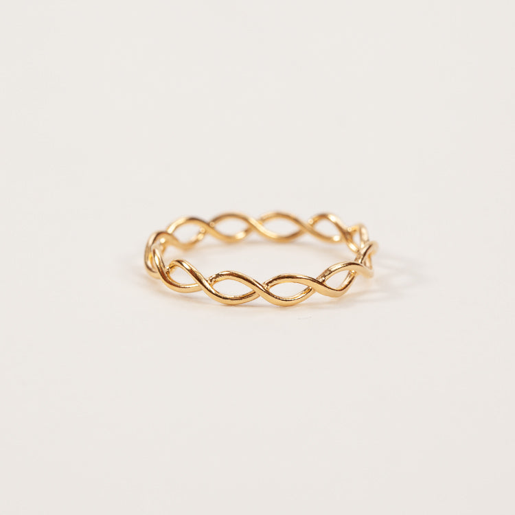 Product shot: Pernille Corydon Entangled Gold Ring