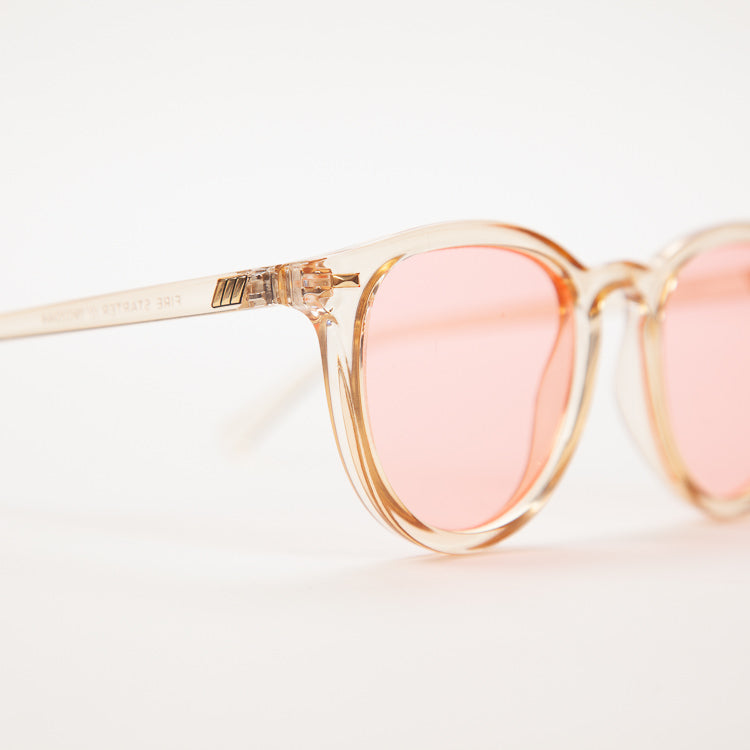 Detail shot: Le Specs Fire Starter Blonde Sunglasses