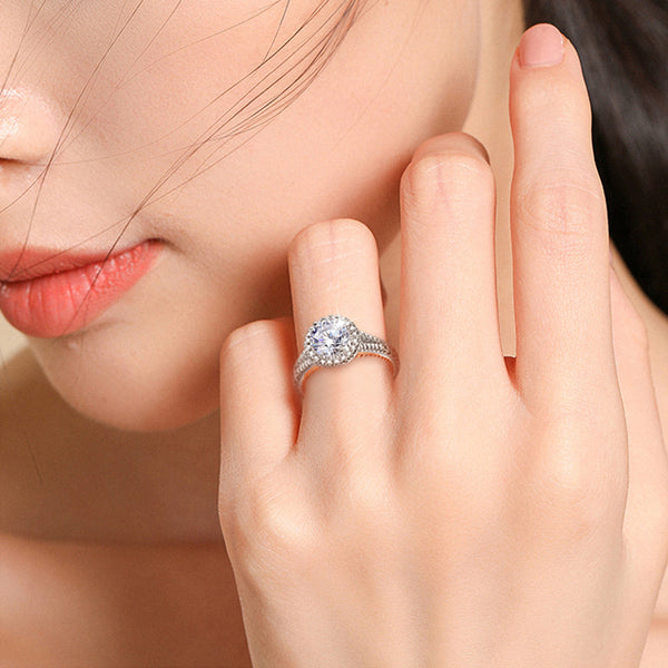Glittering Diamond Round Cut Sterling Silver Ring