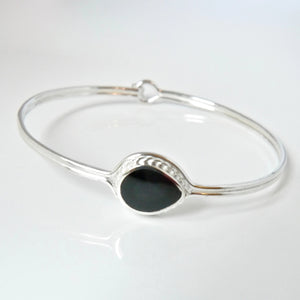 Whitby Jet Peardrop Textured Bangle