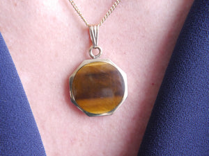 9ct Gold Whitby Jet & Tiger's Eye Reversible Pendant