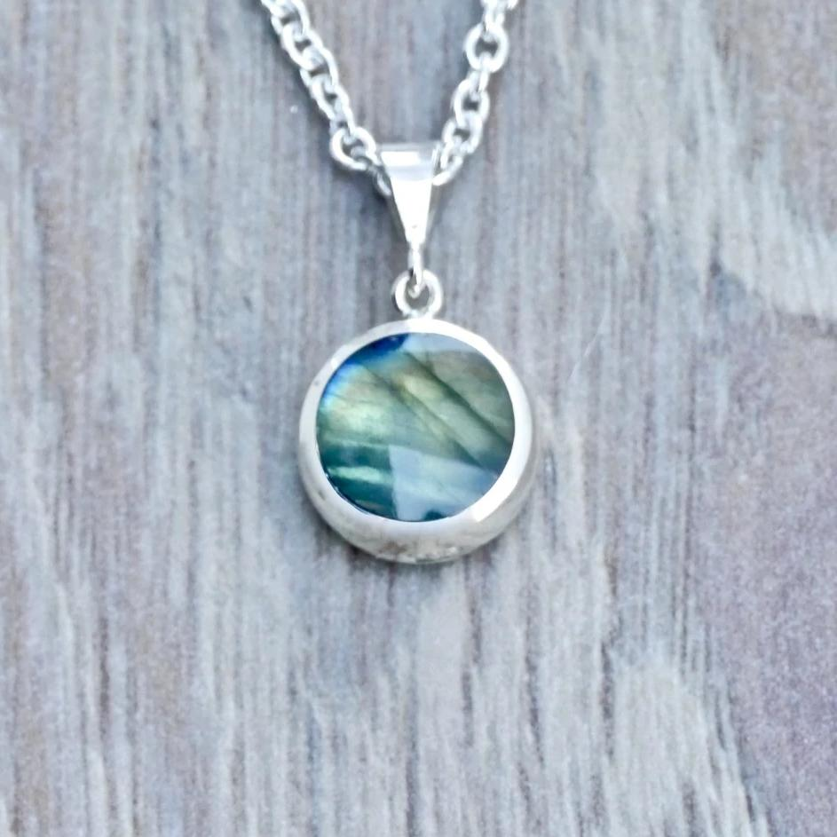 silver labradorite pendant handmade in the UK by Andrew Thomson