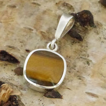 Load image into Gallery viewer, tigers eye silver pendant