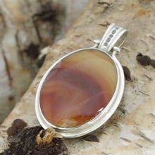 Load image into Gallery viewer, agate and blue john reversible pendant oval design