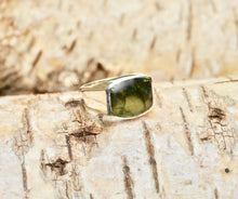 Load image into Gallery viewer, Labradorite Silver Gents Ring