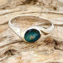Load image into Gallery viewer, labradorite in swirl design ring