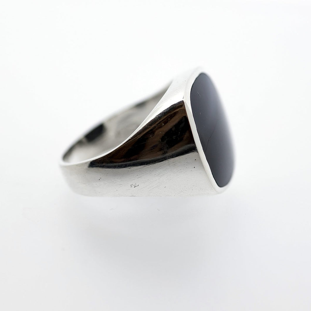 Whitby Jet Gents Silver Rectangle Ring