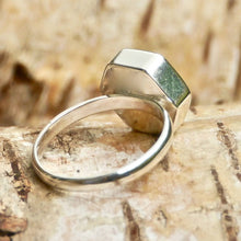 Load image into Gallery viewer, Labradorite Silver Ring Hexagon Design