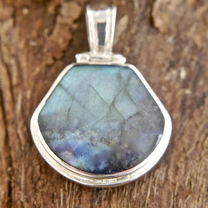 a labradorite reversible pendant with blue john on the other side