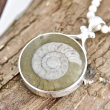 Load image into Gallery viewer, Reversible Pendant Jet and Ammonite